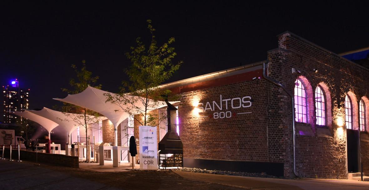 Santos 800 abends von Frontansicht